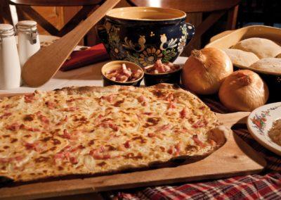 Tarte Flambée servie au Restaurant La Couronne à Scherwiller
