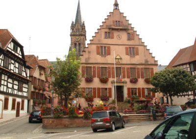 Dambach-la-ville - place devant l'hôtel de Ville