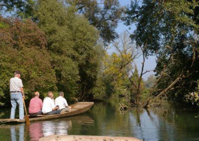 Barque à fond plat sur le Ried
